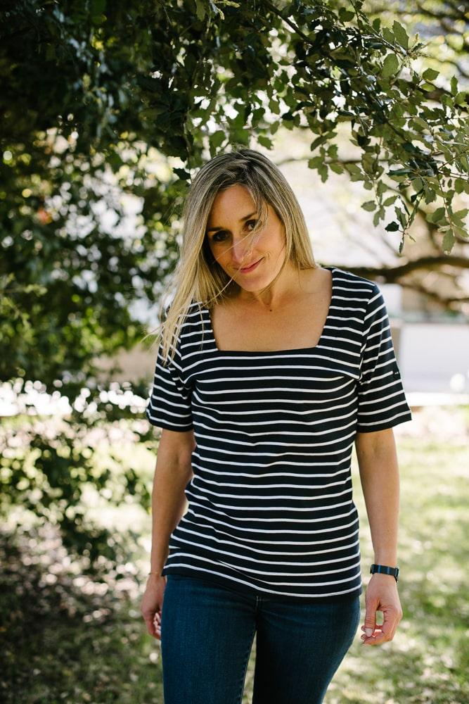 tee shirt col carré bleu marine blanc pour femme